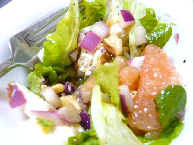グレープフルーツとシェーブルのサラダ