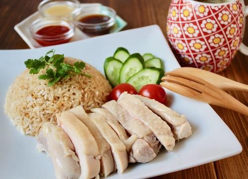 シンガポール本場の味を再現 海南鶏飯