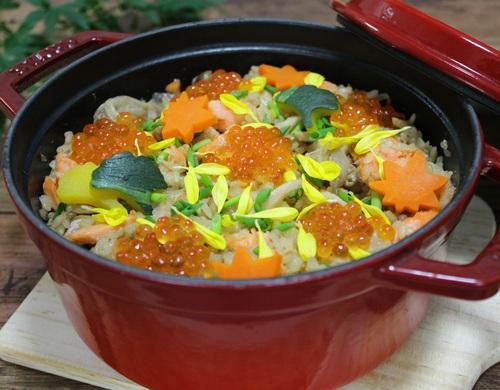 鮭ときのこの玄米炊き込みご飯