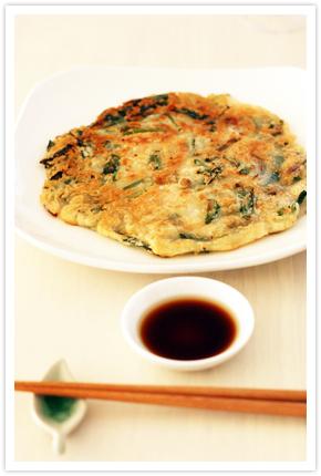 【料理写真】にらと玉ねぎ、人参のお野菜たっぷりちぢみ