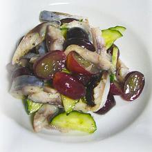 しめ鯖と葡萄のサラダ!