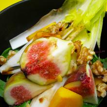 秋の果物とチコリのサラダ