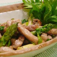 豚肉とアスパラ・セロリの黒胡椒炒め