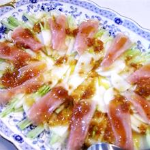 かぶと生ハムの梅ドレッシングサラダ