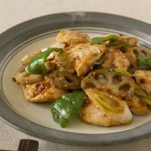 鶏肉とれんこんのしゃきしゃきごま味噌炒め