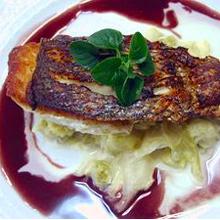 鯛のポアレ赤ワインソース