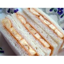 バナナとピーナッツバターのサンドウィッチ