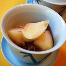 ジンジャー風味のわらび餅と桃のひんやりデザート
