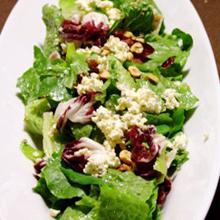 チーズたっぷりのシンプルグリーンサラダ
