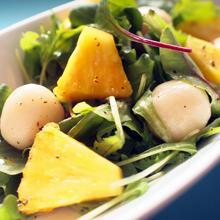 パイナップルと白玉のサラダ