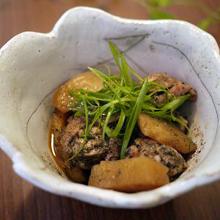 鶏肉とジャガイモの黒ゴマピリ煮