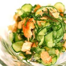 きゅうりと焼き鮭のサラダ