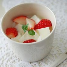 いちご杏仁豆腐