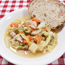 春キャベツと野菜と鶏のスープ