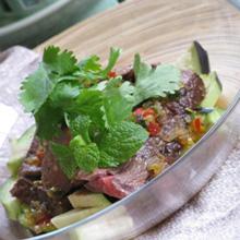 牛タタキと水茄子のガーリックソース