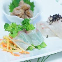 鯛の昆布〆 ごまあえ サラダジュレ仕立て