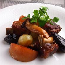 スペアリブと梨の黒酢煮