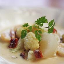 カリフラワーとかぶと帆立のスープ煮