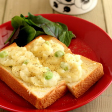枝豆入りポテトグラタントースト