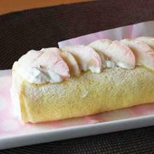 フレッシュ桃のロールケーキ