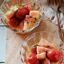 桃とミニトマトのサラダ