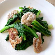 カリカリ豚と小松菜のほったらかし炒め