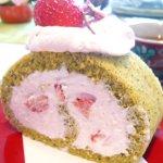 グリーンティとイチゴのロールケーキ