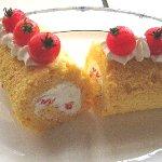 米粉で作る、赤い野菜のロールケーキ