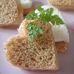 柿と洋ナシと生ハムのサンドウィッチ