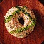 ベーグルのオープンサンド・塩鮭と豆腐のペースト